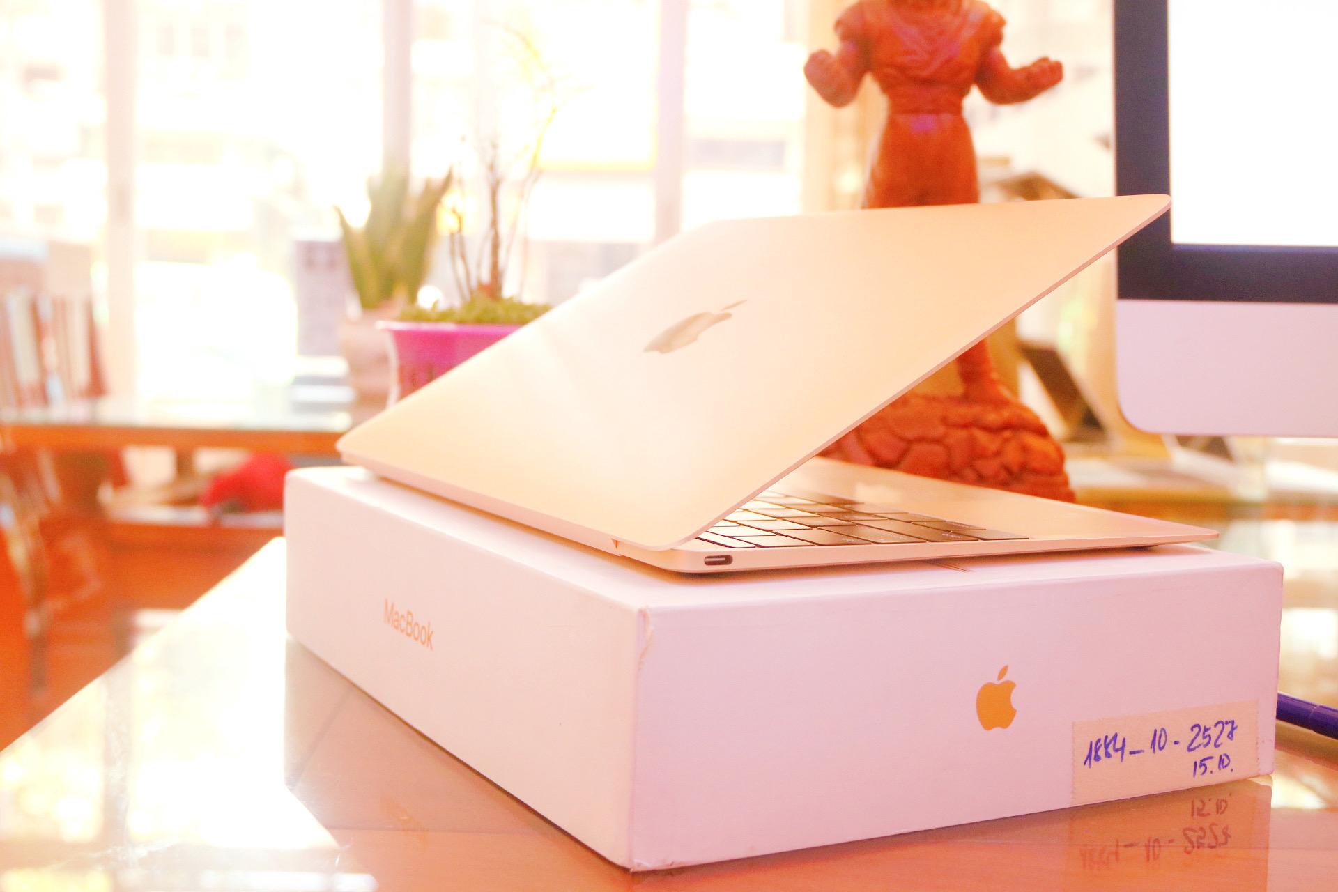 Macbook new 12 2017 gold Likenew fullbox 2 lần sạc